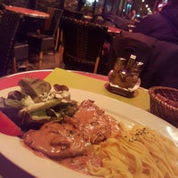 Photo taken at Comptoir d'Issy by Janusz M. on 3/1/2017