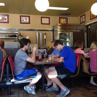 Photo taken at Waffle House by Ponbunny on 5/29/2016