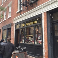 Foto tomada en Goorin Bros. Hat Shop - West Village  por Devonta el 10/24/2015