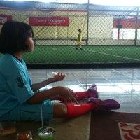 Das Foto wurde bei KutaMandiri Futsal von -Awet T. am 3/30/2013 aufgenommen