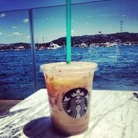 6/21/2013 tarihinde Nilay U.ziyaretçi tarafından Starbucks'de çekilen fotoğraf