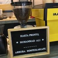 Foto diambil di Rompeolas Café oleh Alejandro H. pada 6/4/2016