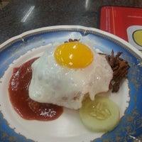 Photo taken at Restoran Al-Nazmaju by Zeid A. on 6/16/2013