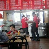 Photo taken at Restoran Nasi Kandar Haji Tapah by Mohd Fadzlin K. on 10/18/2012