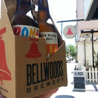8/23/2013 tarihinde Vince T.ziyaretçi tarafından Bellwoods Brewery'de çekilen fotoğraf