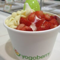 Photo taken at Yogoberry Original by Géssica F. on 1/12/2013