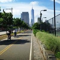 Das Foto wurde bei Hudson River Park Run von Sha S. am 6/6/2013 aufgenommen