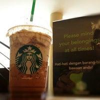 Photo taken at Starbucks by Rendy R. on 10/29/2012
