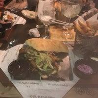 Foto scattata a La Maestranza Sandwich & Burger Bar da Rodrigo S. il 7/5/2018