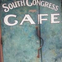 Das Foto wurde bei South Congress Cafe von Marta am 8/25/2013 aufgenommen