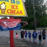 Foto diambil di Lori's Lick 'em Up Ice Cream oleh Beth L. pada 6/13/2014