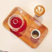 Снимок сделан в Dinosaur Coffee пользователем e*starLA 2/14/2015