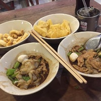 Photo taken at Rue Thong Boat Noodle by Jammy K. on 6/6/2017