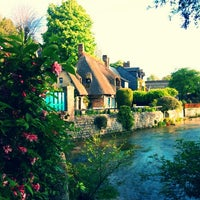 รูปภาพถ่ายที่ Veules-les-Roses โดย Simon C. เมื่อ 4/21/2014