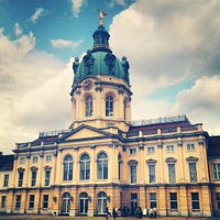 Das Foto wurde bei Schloss Charlottenburg von FrossiniD am 6/30/2013 aufgenommen