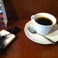 Photo taken at Stand Deli Cafe & Bar Bon Bonne by Atsushi H. on 11/14/2013