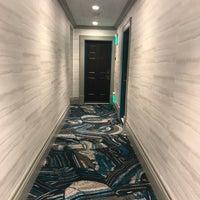 Снимок сделан в Opal Hotel пользователем Victoria U. 12/4/2017