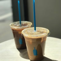 Foto tirada no(a) Blue Bottle Coffee por Victoria U. em 4/8/2017