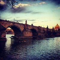 4/15/2013 tarihinde Evgeny S.ziyaretçi tarafından Karl Köprüsü'de çekilen fotoğraf