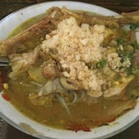 Photo taken at Soto Ayam Kenari-Sriwijaya by didirusl2474 on 6/24/2013