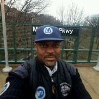 Photo taken at MTA Subway - Mosholu Parkway (4) by Henry Ʊ. on 4/10/2017