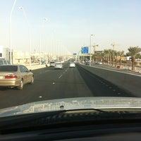 Photo taken at الجسر الجديد تقاطع ابوبكر والملك عبدالله by Khaled A. on 7/14/2013