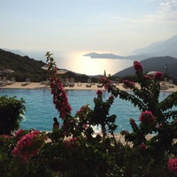 Photo taken at Batı Akdeniz Sahil sitesi HAVUZ by Yusuf D. on 8/14/2016