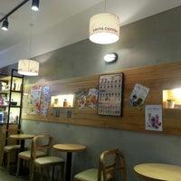 Photo taken at EDIYA Coffee by DONGWON K. on 7/20/2013