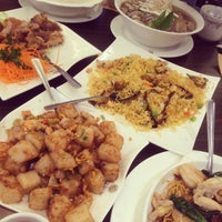 Photo taken at Mr Congee Chinese Cuisine 龍粥記 by Ani L. on 8/5/2014