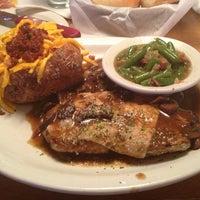 Photo taken at Texas Roadhouse by Ashli 🎶 on 2/16/2013