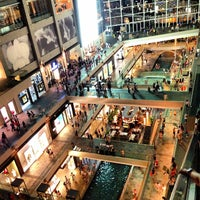 Foto scattata a The Shoppes At Marina Bay Sands da Czar G. il 3/9/2013
