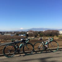 Photo taken at 富士塚 バス停 by 弦達 on 1/13/2018