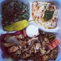รูปภาพถ่ายที่ Karam's Mediterranean Grill โดย Ujena เมื่อ 4/13/2015