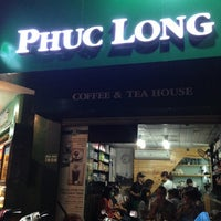 Photo taken at Phúc Long Coffee & Tea Express Mac Thi Buoi by Nguyen H. on 5/27/2013