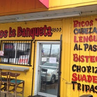 Foto tomada en Tacos Conin por Jimmy W. el 1/29/2013