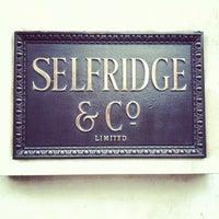 Photo prise au Selfridges & Co par Ming Y. le1/10/2013