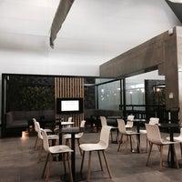 Foto tirada no(a) Executive Lounge por Jessica F. em 11/28/2016
