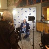3/17/2013 tarihinde Z W.ziyaretçi tarafından Leo O'Donovan Dining Hall, Georgetown University'de çekilen fotoğraf