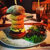 รูปภาพถ่ายที่ Big Kahuna Burger โดย Fábio S. เมื่อ 7/27/2013