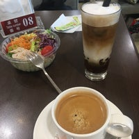 Photo taken at Xianjufu Café by epole .. on 11/1/2017