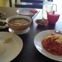 Photo taken at Warung Makassar Daeng Rudy by A. Y A. on 5/18/2014