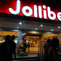 Photo taken at Jollibee by Darwin G. on 5/24/2013