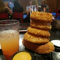 Photo taken at Red Robin Gourmet Burgers and Brews by Amp K. on 10/14/2016