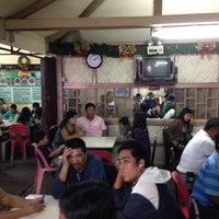 12/23/2013 tarihinde Mikhail d.ziyaretçi tarafından RGT Fastfood & Bulalohan'de çekilen fotoğraf