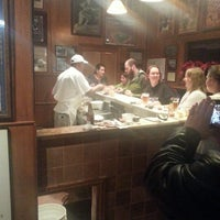 1/10/2013 tarihinde Stuart S.ziyaretçi tarafından Pascal's Manale Restaurant'de çekilen fotoğraf