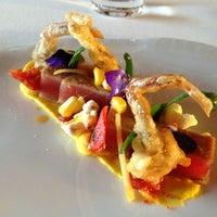 Das Foto wurde bei Ciel Bleu Restaurant von Harri K. am 6/7/2013 aufgenommen