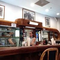 Foto tomada en Cafe Midi por Scott T. el 7/5/2014