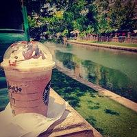 6/30/2013 tarihinde Beyza Ç.ziyaretçi tarafından Starbucks'de çekilen fotoğraf