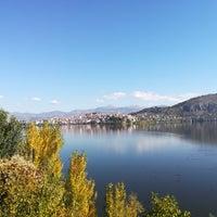 Foto tomada en Kastoria por Billakos A. el 10/13/2017