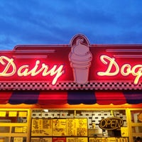Photo taken at Dairy Dogs by Lesley W. on 5/5/2013